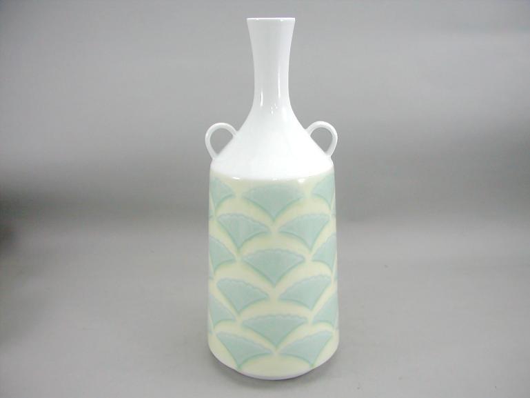 人間国宝 井上萬二作 白磁黄緑釉公孫樹文耳付花瓶 (径 約14.5cm 高さ約35.5cm)