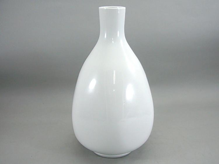 人間国宝 井上萬二作 白磁面取花瓶 (径 約18cm 高さ約30cm)