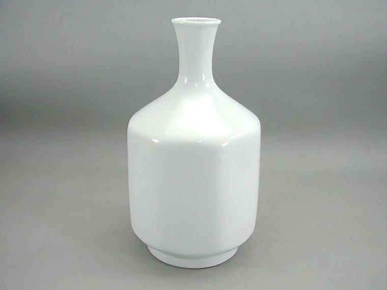 人間国宝 井上萬二作 白磁緑牡丹彫文花瓶 (径 約18.5cm 高さ約30cm)