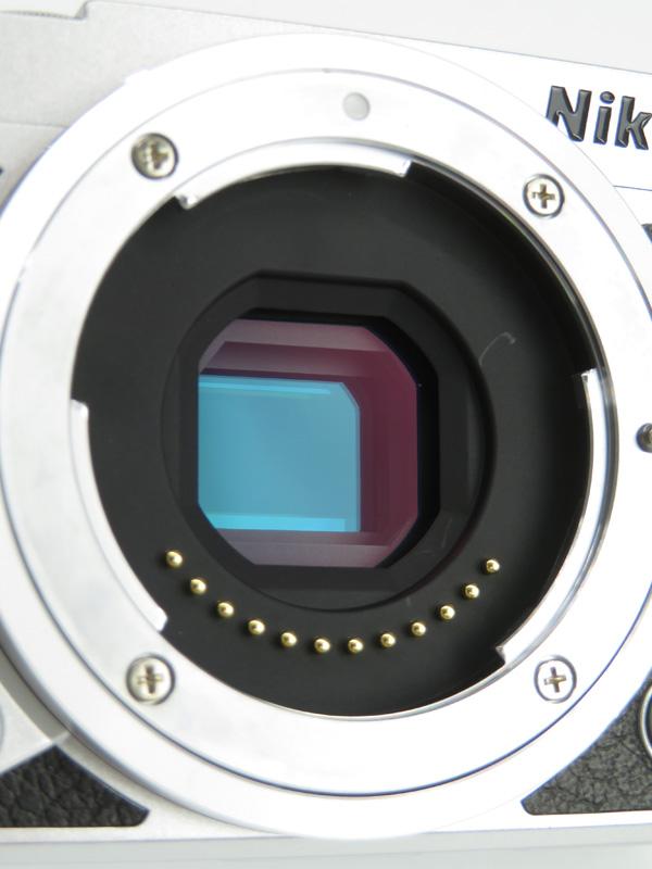 【Nikon】ニコン『Nikon 1 J5 ダブルレンズキット』シルバー 2081万画素 CXフォーマット SDXC Wi-Fi 4K ミラーレス一眼カメラ 1週間保証b03e/h15AB