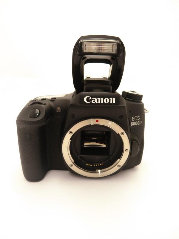 【Canon】キヤノン『EOS 8000D ダブルズームキット』EOS8000D-WKIT 2420万画素 EF-S フルHD動画 デジタル一眼レフカメラ 1週間保証【中古】b03e/h02AB