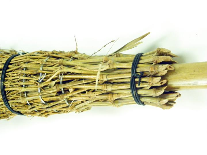 竹扫帚长度 185 厘米竹扫帚扫把很扫到扫帚是非常耐用,节省空间的存储模式足够长的时间太高清洁容易枯萎叶树叶寺庙神社花园清洗火户外 * 航运分别需要母亲的一天父亲的一天