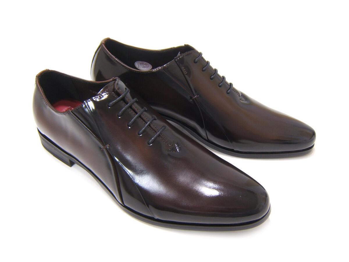 イタリアンモードにこだわったロングノーズ!カルロメディチ 紳士靴 CJ-3056 ダークブラウン ホールカット ドレスシューズ ビジネス 送料無料 3Eワイズ 日本製