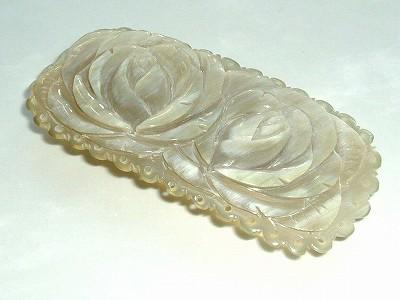 バラ彫水牛 髪留 縦45×横95ミリの薔薇の花 バレッタ (のし等ギフト対応無料) 天然素材で軽い手彫りのバッファローホーン おしゃれな女性に ハンドメイド アンティーク レトロ