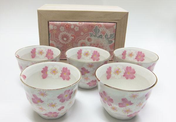 70%OFFアウトレット 思わず飲んでみたくなるお茶碗 陶器 有名な 華てまり煎茶揃 桜柄 箱付き 敬老の日 プレゼント 御祝
