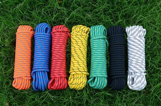 カラビナ 2個 付き ブルー レッド イエロー グリーン オレンジ ブラック ホワイト 青 赤 黄 緑 お買い得 クライミング 白 キャンプ 出色 画像は色見本です ロープ 登山 10m ガイ 橙 送料無料 ザイル 黒 アウトドア 12mm