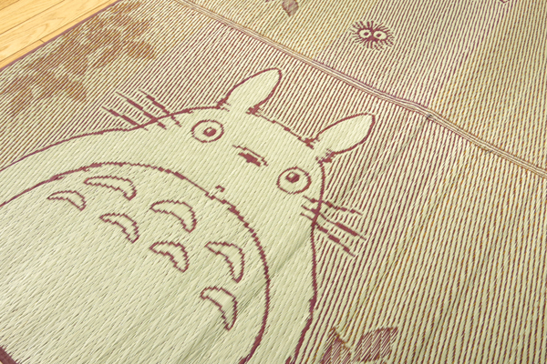 ◇高嶋金物店◇【日本製】【大人気】【トトロ】となりのトトロ い草ラグ『F森のトトロ』(裏:ウレタン)約176×176cm