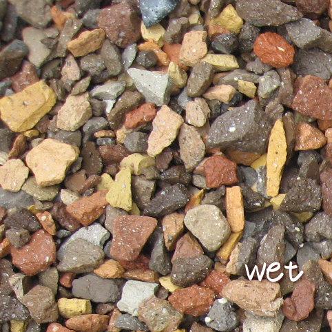 送料込 環境配慮 防犯対策にも きれいな砂利でお庭が変わります 8 11~8 16発送できません 20kg レンガの砂利 ミックスクラッシュブリック 20kg×1袋 60cm×60cm程度 アプローチ 北海道 価格 5cm厚で約0.36平米分 駐車場 沖縄は送料がかかります レンガチップ 庭 定番 植え込み 花壇 九州