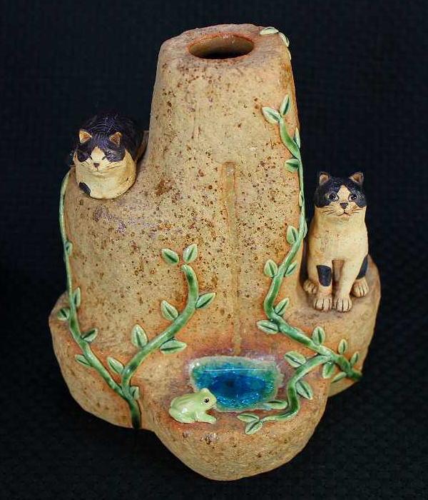 陶猫カエルと猫の一輪挿しすみ田理恵 作ねこのやきもの