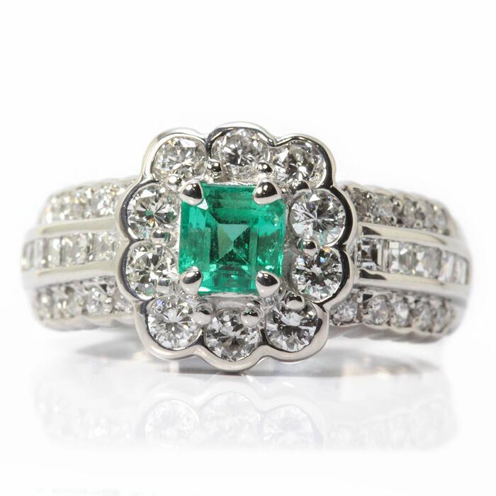 エメラルドリング 0.55ct ダイヤモンド 1.01ct Pt900 11号 指輪 13613【中古】