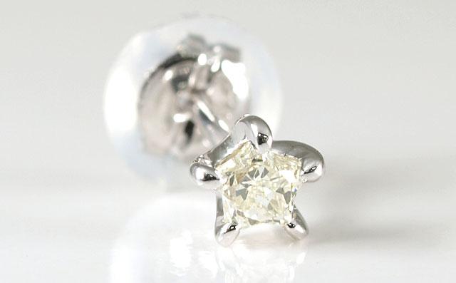 天然ダイヤモンド 0.116ct 片耳用ピアス プラチナ900 ( Pt900 ) 【スター型(星型)】【中央宝石研究所ソーティング袋付】 【 送料無料 】