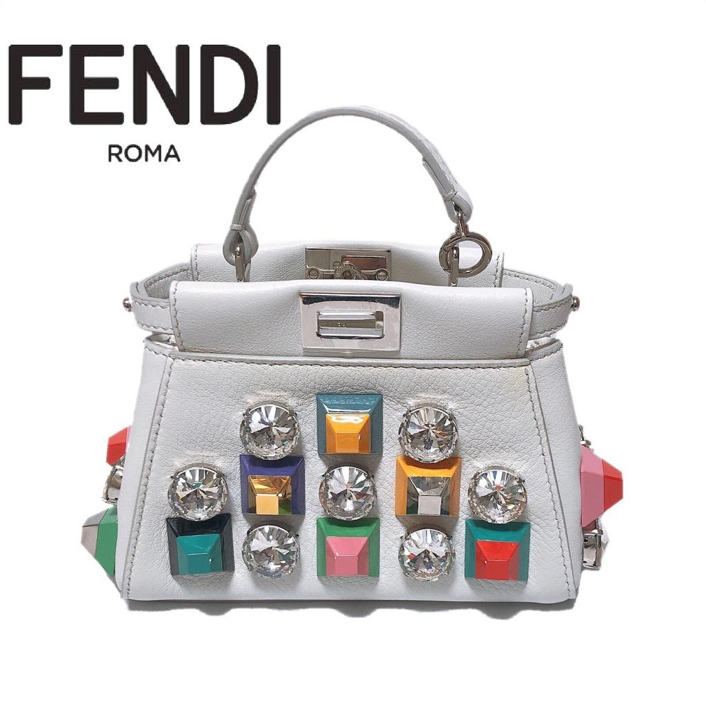 【新品】FENDI/フェンディ FE824 FENDI METAL & PREXIGLASS STUD MICRO PEEKABOO ピーカーブー 2way アクセサリーポーチ ポシェット ショルダー アイスホワイト スタッズ 人気 正規品