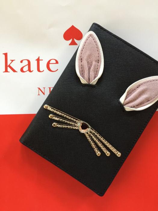 【日本在庫・即発送】ケイトスペード Kate spade レザーパスポートケース 可愛いウサギ ラビット イモジェン ホップ トゥ イット パスポートケース WLRU3199 黒