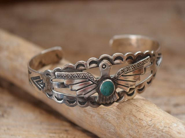 Vintage Indian Jewelry サンダーバード patched シルバー ターコイズ バングル(Fred Harvey era)