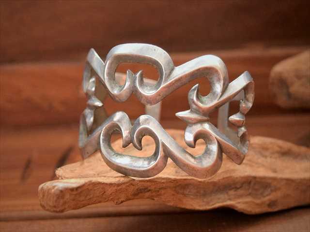 Vintage Indian Jewelry Navajo Guild サンドキャスト バングル