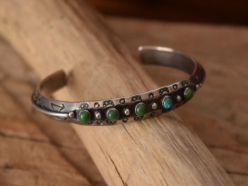 Vintage Indian Jewelry Arrow Novety社製 コインシルバー 5ine ターコイズ バングル(Fred Harvey era)