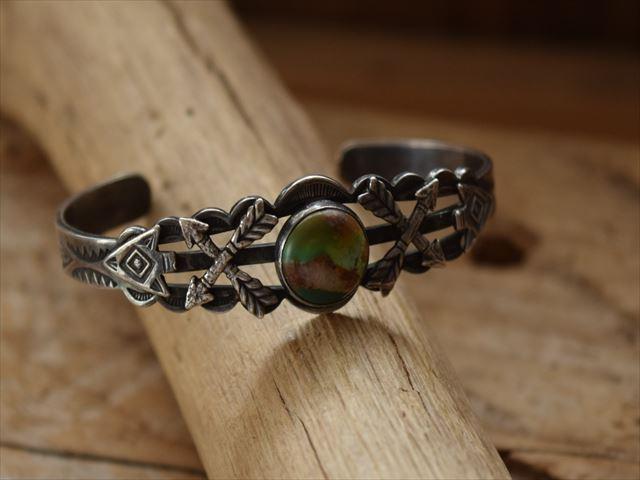 Vintage 数量は多 Indian Jewelry クロスアロー アローヘッド patched シルバー Harvey era ターコイズ バングル 国内正規総代理店アイテム Fred