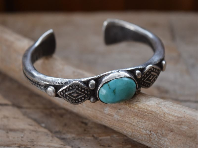 Indian Jewelry ジョック フェーバー(Jock Favour) コインシルバー Filed バングル j60