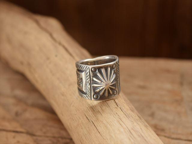 限定品 Indian Jewelry クリーク族 ジェシー ロビンズ Jesse コインシルバー チゼル 18%OFF リング 18.5号 filed Robbins
