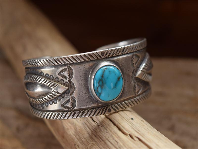 Indian Jewelry クリーク族 ジェシー ロビンズ(Jesse Robbins) バンプアウト コインシルバー ワイド バングル knm