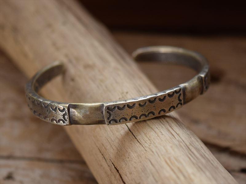 Indian Jewelry クリーク族 ジェシー ロビンズ(Jesse Robbins) コインシルバー ファイル バングル 3