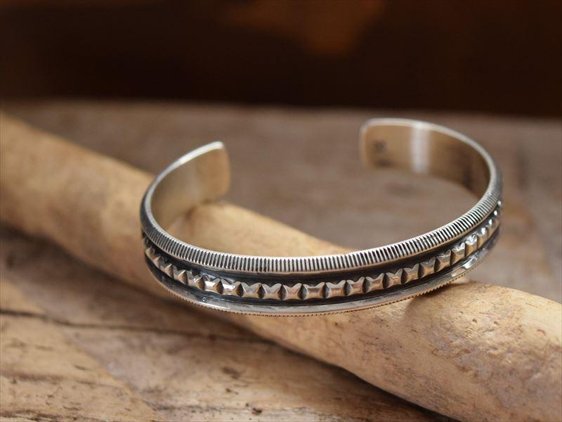 Indian Jewelry ナバホ族 ハリソン ジム(Harrison Jim) インゴット シルバー バングル h jim2