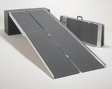 車椅子用段差解消PVWポータブルスロープアルミ4折式タイプ[3m](介護車椅子用スロープ 種類 車イス   )