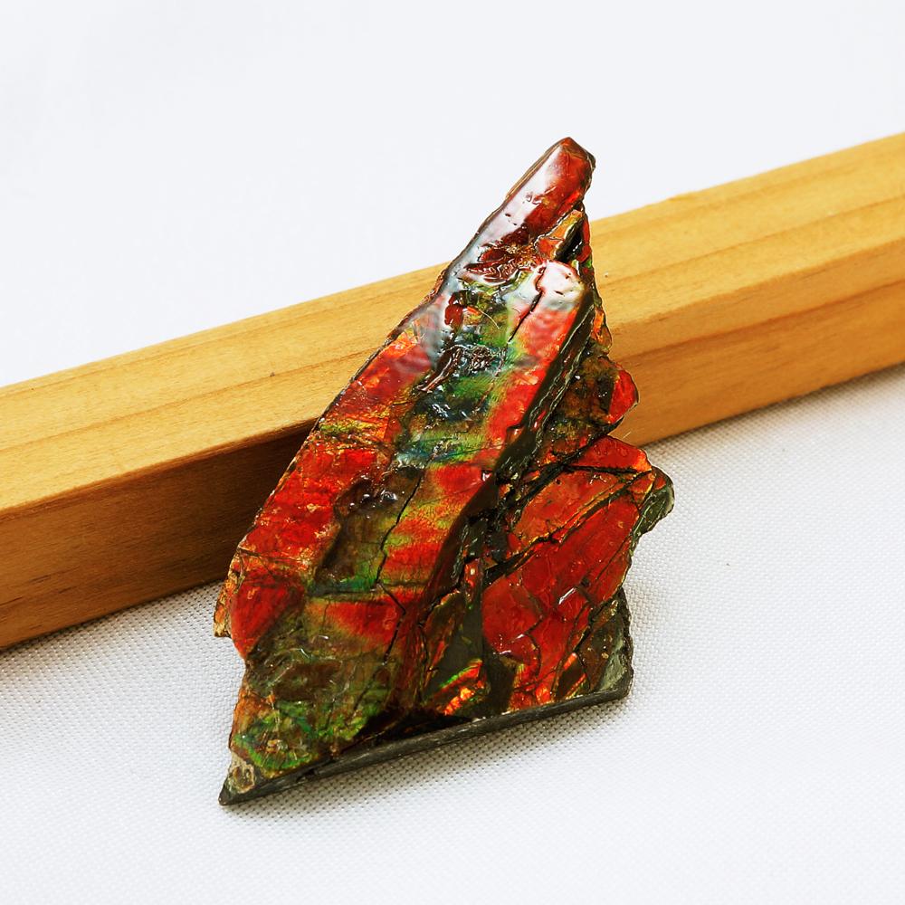 カナダ(アルバータ州)産 幻の宝石 アンモライト化石 赤緑系 寸法約5×2.5cm 重量約7.2g バッファローストーン アンモナイト 龍鱗 ドラゴンスケールス 原石 置物 インテリア パワーストーン