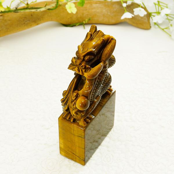 成功へと導く!タイガーアイの手彫り彫刻龍 461gインテリアストーン 置物 印材 天然石 パワーストーン
