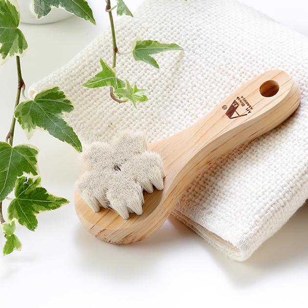 上質な自然素材100%の洗顔ブラシ 入荷予定 天然素材のナチュラルな肌触りが お気に入 肌への負担を軽減し 健康な肌つくりを促します 山羊毛の洗顔ブラシ 天然毛 山羊毛 日本製 天然素材100%の洗顔ブラシ 天然木 使用 ヒノキ 楽ギフ_包装選択
