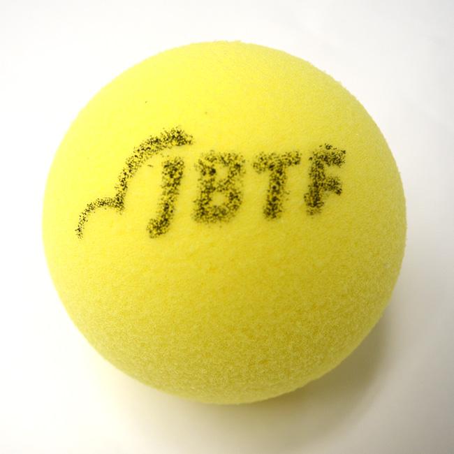 盲目的網球球 (黃色) 和 1 球 (日本盲網球聯合會批准) JBTF 認證領域