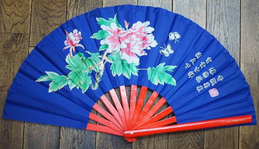 Peony pattern, kung fu folding fan (Isao folding fan), blue (bone = bamboo,  red) 33cm size