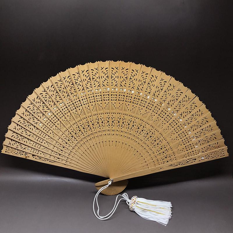 お祝いや贈り物に最適 最高級白檀扇子 透かし彫り iw190929a10