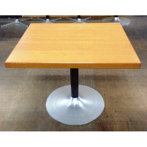 【中古】テーブル 幅900×奥行800×高さ720 【送料別途見積】【業務用】