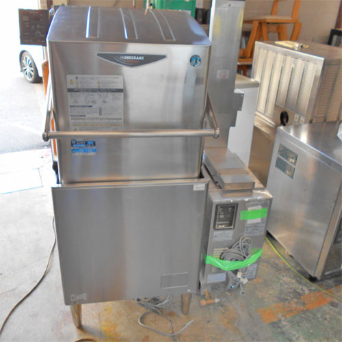 【中古】食器洗浄機 ブースター付き ホシザキ JWE-680A 幅640×奥行700×高さ1410 三相200V 50Hz専用/業務用/送料別途見積