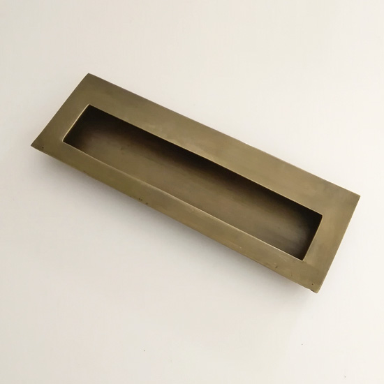 シンプルなスクエアタイプ■ 《メール便選択可》真鍮 取っ手 ハンドル アンティーク仕上げ 148mm 引き出し引手 手掛け 大幅にプライスダウン 日時指定 シンプル スライドドア DIY JB-035 リフォーム 扉