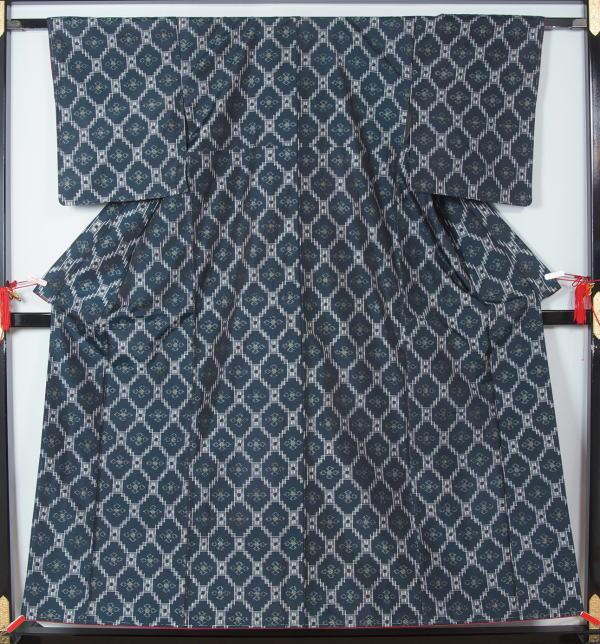 紬 菱繋ぎ絣模様 正絹 着物  送料無料【中古】【 リサイクル 紬 リサイクル紬 】【リサイクルきもの・リサイクル着物・通販・販売・アンティーク着物・着物買い取りの専門店 kimono 中古品
