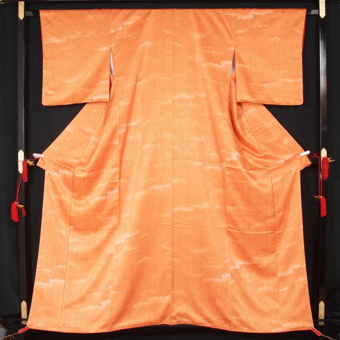 未使用美品 ぼかし縞模様小紋★送料無料【中古】【リサイクル着物 中古品 着物 帯 きもの 正絹 kimono リサイクル帯 着物セット アンティーク着物 着物買い取り 着物買取 きもの天陽 きものてんよう】
