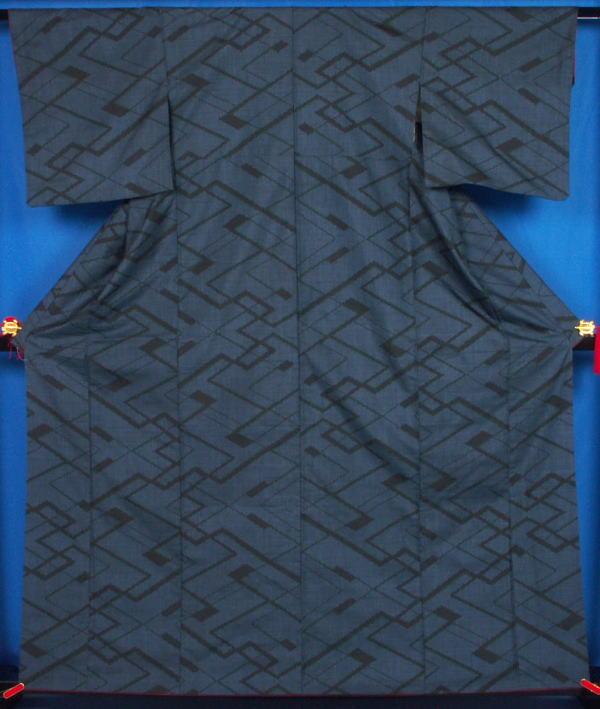 紗綾形模様 の大島紬★送料無料 【リサイクルきもの・リサイクル着物・通販・販売・アンティーク着物・着物買い取りの専門店】【中古 kimono 中古品】