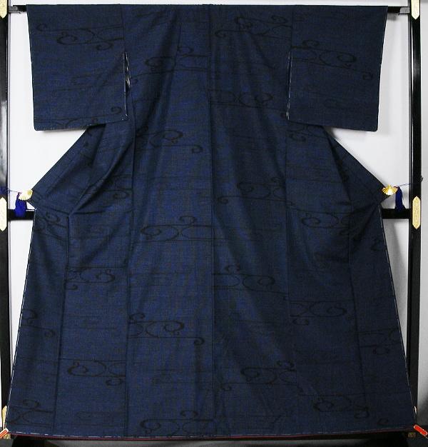 観世流水模様の結城紬  送料無料(Japan only) 【中古】 【リサイクルきもの・リサイクル着物・通販・販売・アンティーク着物・着物買い取り・きもの天陽・和服・着物・呉服】  kimono 中古品