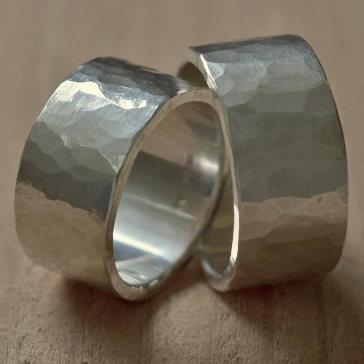 ツチめのリング(太) ペアリング ハンドメイド オーダー シルバー 槌目 シンプル 上品 おしゃれ 指輪 Silver 950 マモる ごつめ ゴツめ