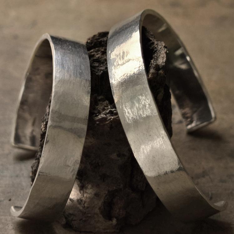 タタきのバングル(太) ペアバングル ハンドメイド オーダー シルバー 槌目 シンプル 上品 おしゃれ 腕輪 Silver 950 マモる ごつめ ゴツめ