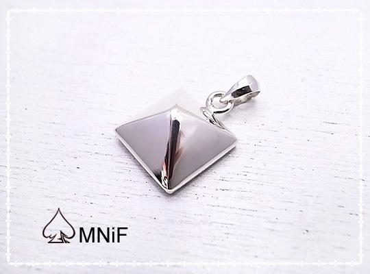 ROCK ピラミッド型 スタッド ペンダントトップ SV925 シルバーペンダント [-MNiF(ムニフ)-]