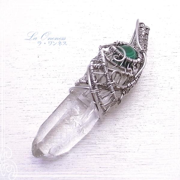 水晶六角柱とマラカイト ペンダントトップ ペンダントトップ 天然石 ワイヤーワーク アクセサリー ラ・ワンネス de-77-lw-06