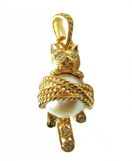 碌山リストワールK18YGとパールとダイヤモンド繊細で美しいネコのペンダントトップ102P0914-TY