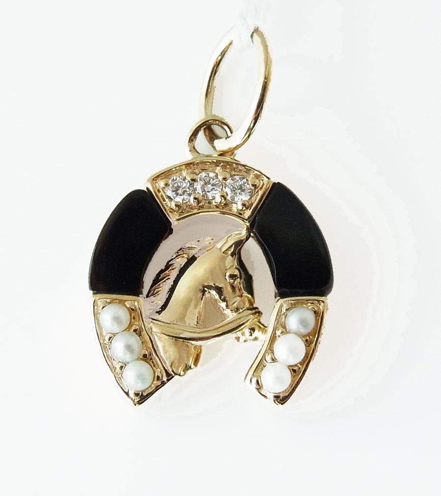オニキスにシードパールとダイヤが美しい馬蹄型のペンダントトップ109P0154-ON