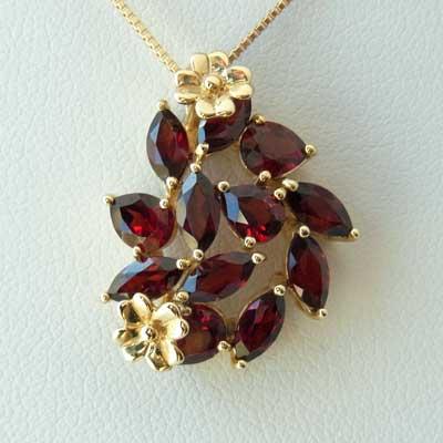 Victorian's Gateガーネットの深い紅とゴールドのお花が美しいネックレスK10イエローゴールド/ガーネットVG311