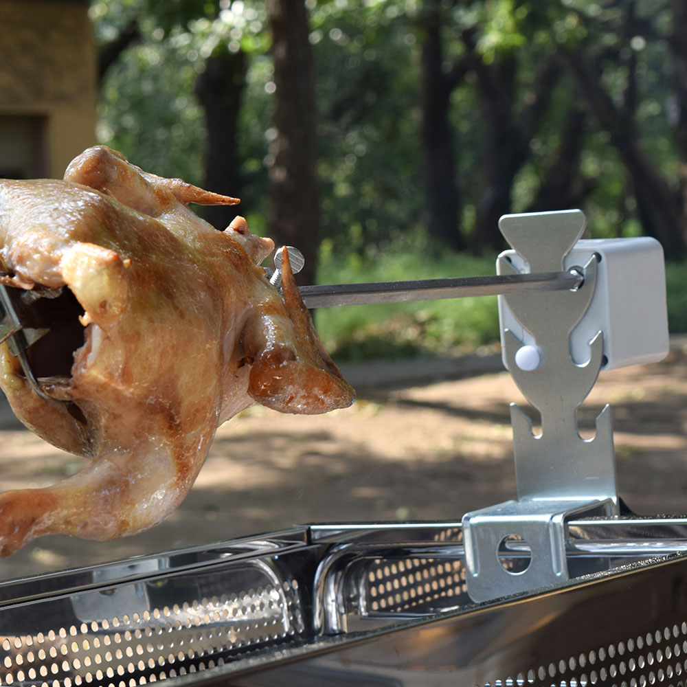 自動回転式で手間のかからない丸焼き機でBBQをグレードアップ バーベキュー 迅速な対応で商品をお届け致します キャンプ アウトドア バーベキューチキン ロースター おしゃれ チキン ロティサリー 調理 公式 グリル 自動回転式BBQ用丸焼きロースター 送料無料 フリフリチキン CURBBQGR 出荷 自動