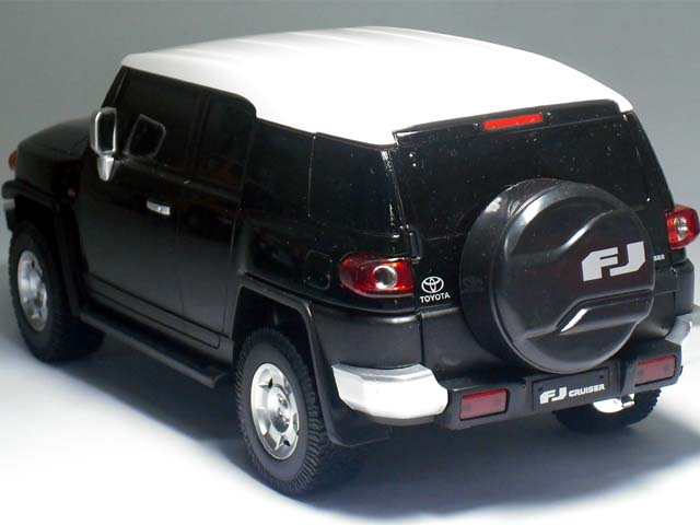 신 색 등장! RC 도요타 FJ 크루저 콘 1/20 크기 FJ Cruiser 공식 라이센스 제품 빨리 재생 배터리 포함! (단 3 건전지 4 책, 9V 건전지 1 개) 후 지 테레비 계 TERRACE HOUSE 테라스 하우스 에서도 활약 중!