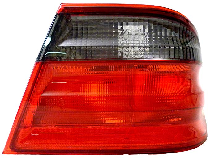 OE リプレイスメント Mercedes-Benz E320/E430/E55 Passenger Side Taillight Assembly (Partslink ナンバー MB2801109) (海外取寄せ品)